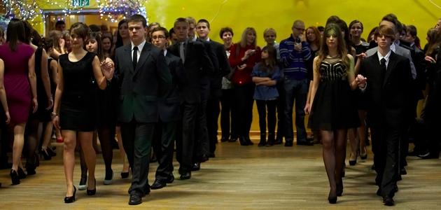 786c4c3eb6 W minioną sobotę uczniowie trzecich klas z tarnobrzeskiego Gimnazjum nr 3  bawili się na swoim komersie.